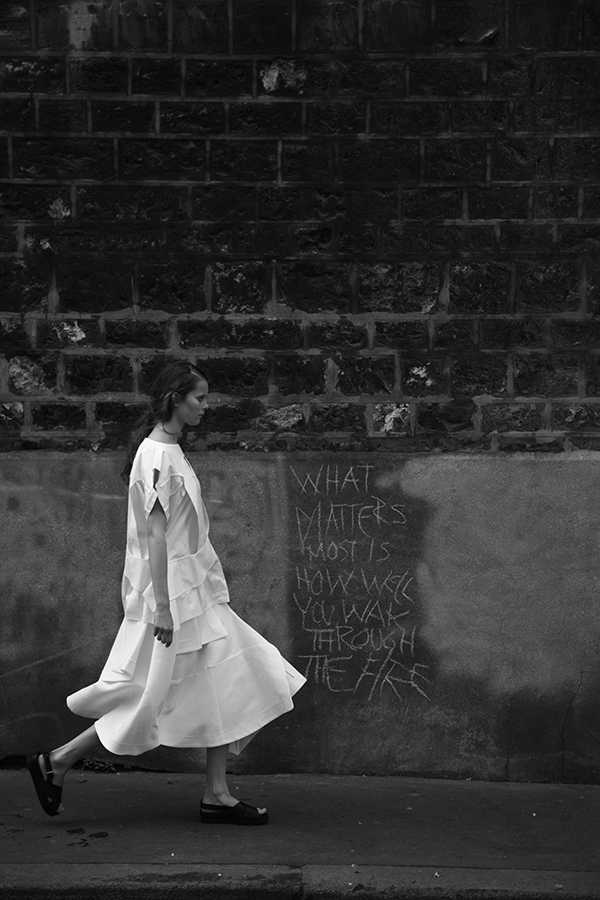 82-COMME-DES-GARCONS-J.W.-ANDERSON-BLACK-AND-WHITE-FASHION-PHOTOGRAPHY-SONIA-CHEDLI-STYLIST-WALK-THROUGH-THE-FIRE