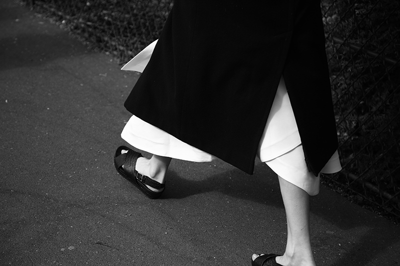 83-J.W.-ANDERSON-SKIRT-BLACK-AND-WHITE-FASHION-PHOTOGRAPHY-SONIA-CHEDLI-STYLIST